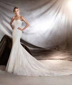 Orilla, Pronovias strapless mermaid wedding dress #weddingdress
