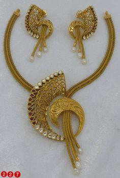 Gold Bangles Design, Gold Earrings Designs, Gold Jewellery Design, Body Jewellery, Necklace Designs, Indian Gold Jewellery, Resin Jewellery, Gold Rings Jewelry, Quartz Jewelry