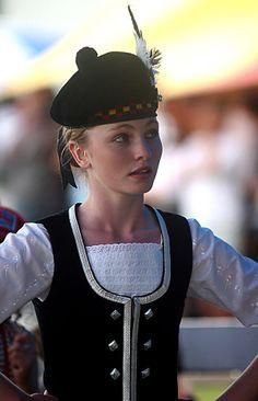 Highland dancer at Waipu Highland games (NZ). Folk Costume, Girl Costumes, Dance Costumes, Scottish Highland Games, Devine Feminine, Scottish Plaid, Scottish Fashion, Country Dance, Scotland Castles