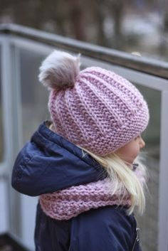 Soppaa ja silmukoita: Söpöilysetti Loom Knitting, Knitting Patterns, Crochet Patterns, Crochet Wrap Pattern, Knit Crochet, Knitting Projects, Crochet Projects, Kids Hats, Beret
