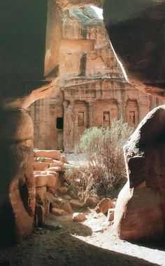 World Heritage Site (Petra - Wadi Musa): 2018 All You Need to Know Before You Go (with Photos) Ancient Ruins, Mayan Ruins, Ancient Greek, Places Around The World, Around The Worlds, City Of Petra, Ancient Architecture, Gothic Architecture, Jordan Travel