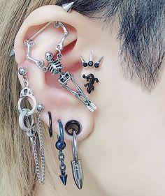 """📂 on Twitter: """"ig: rinrin_net… """" Ear Jewelry, Cute Jewelry, Jewelery, Jewelry Accessories, Bling Bling, Mode Emo, Pretty Ear Piercings, Grunge Jewelry, Piercing Tattoo"""
