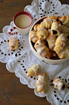 Cornulete cu gem - Retete culinare by Teo's Kitchen Nutella, French Toast, Food And Drink, Dessert Recipes, Ice Cream, Martha Stewart, Cooking, Breakfast, Food Food