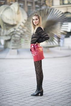Chiara indossa un total look Isabel Marant e collant a stelle Calzedonia