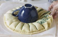 I wasn't thinking about preparing a spinach pie yesterday. I wasn't even looking for a spinach pie recipe because I had my favorite one Sunny Spinach Pie Recipe, Spinach Dip, Appetizer Dips, Appetizer Recipes, Pie Crust Designs, Some Recipe, What To Cook, I Love Food, Parmesan