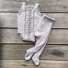 Ravelry: Blueberry body pattern by Pernille Larsen Knitted Baby Boots, Knitted Baby Clothes, Knitted Romper, Baby Tights, Baby Pants, Knitting For Kids, Baby Knitting Patterns, Baby Leggings Pattern, Burgundy Skater Skirt