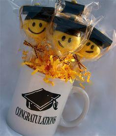 (c) Graduate cake pops Graduation Cake Pops, Graduation Treats, Graduation Party Planning, Graduation Theme, College Graduation, Mini Tortillas, Candy Cakes, Cupcake Cakes, Fondant