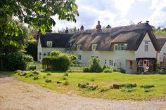 (via Thatched Cottages, a photo from Northamptonshire, England | TrekEarth) Stoke Bruerne, Northamptonshire, England, UK