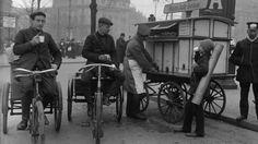 """Berlin 1908 Radfahren im alten Berlin-Am """"Erfrischungswagen"""" am Potsdamer Platz gibt es heisse und kalte Getraenke."""