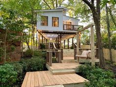 South of downtown Atlanta, stylish Airbnb 'treehouse' has risen over tiny home village - Curbed Atlanta Tiny House Village, Village Houses, Tree House Designs, Tiny House Design, Cabin Design, Bauhaus, Luxury Tree Houses, Tiny House Community, House On Stilts