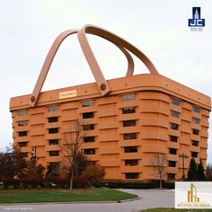 This may look like a picnic basket kept in the park. But this actually is a 7-storey building which is Longaberger's Home Office located in Newark, Ohio. This monument is the world's largest basket.