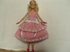 Robe en laine pour poupée Barbie, robe à volants : http://www.alittlemarket.com/jeux-jouets/fr_robe_en_laine_pour_poupee_barbie_robe_a_volants_-13146851.html