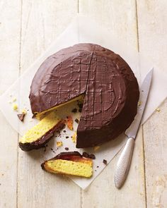 Teatime will be great with our giant Jaffa cake recipe. With a soft sponge base,… Teatime will be great with our giant Jaffa cake recipe. With a soft sponge base, zingy orange jelly and generous layer of chocolate – it's… Continue Reading → Jaffa Kuchen, Giant Jaffa Cake, Jaffa Cake Tart, Baking Recipes, Dessert Recipes, Party Recipes, Tea Recipes, Cheesecake Recipes, Recipies