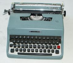 It's funny that both of us, Naomi and me, owned the same model of typewriter. Different times, different countries, same color. Result: it's an Epokka color! Learn To Type, Console, Collections Of Objects, Vintage Typewriters, Famous Women, Old Movies, Good Old, Vintage Watches, It's Funny