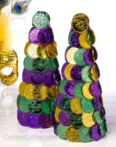 Easy! DIY Mardi Gras decor with Mardi Gras coins. CraftsnCoffee.com.