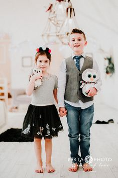 karácsonyi családi fotózás Girls Dresses, Flower Girl Dresses, Wedding Dresses, Fashion, Dresses Of Girls, Bride Dresses, Moda, Bridal Gowns, Fashion Styles
