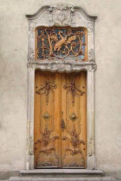 ❤️  Beautiful carved door