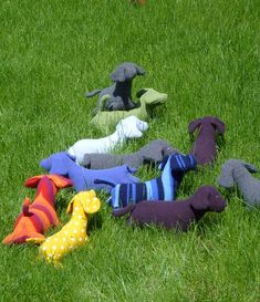 Felted sweaters become a condiment of dachshunds!  TOO COOL!