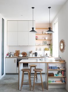 FIND OUT: Stunning Small Kitchen Interior Design Ideas Absolutely Perfect! Kitchen – home accessories Studio Kitchen, Home Decor Kitchen, Interior Design Kitchen, New Kitchen, Home Kitchens, Kitchen Ideas, Small Kitchen Bar, Modern Small Kitchen Design, Studio Apartment Kitchen