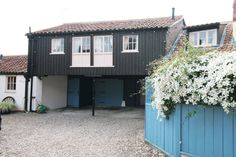 Harvest Moon, Aylsham, Norfolk - stylish property, originally part of cart sheds to the former Half Moon pub. Beamed ceilings and original features give the property a really cosy country feeling. From £261.00 pw. Sleeps 3.