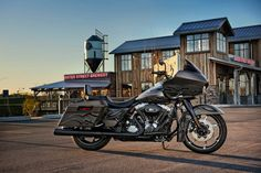 what can I say , it's a Harley - Davidson custom Road glide Harley Davidson Gifts, Harley Davidson Museum, Harley Davidson Road Glide, Davidson Bike, Old Motorcycles, Harley Davidson Motorcycles, Road Glide Custom, Road Glide Special, Harley Davison