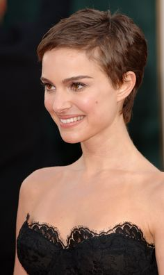 Natalie Portman's Short Scissors Crop - If you want to try a pixie cut, consider going for a classic one like Natalie Portman's scissors crop. You can always try something new after, as this is a great, basic 'do that you can build off. Short Wavy Pixie, Very Short Hair, Short Hair With Bangs, Short Hair Cuts For Women, Pixie Cut, Pixie Haircut Styles, Haircut Styles For Women, Short Hair Styles, Pixie Haircut Thin Hair