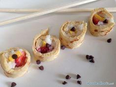 Aprende a preparar sushi dulce para fiestas infantiles con esta rica y fácil receta. Alistar todos los ingredientes. Para hacer las tortitas, licuar la harina junto...