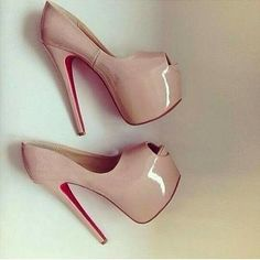 Women and heels. Pretty Shoes, Beautiful Shoes, Cute Shoes, Me Too Shoes, Nude High Heels, Platform High Heels, Hot Heels, Pumps Heels, Louboutin Shoes