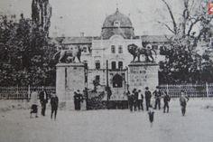 Pozeráte sa na podoby kaštieľa v rozličnom období. Info nájdete v článku. Victoria, Taj Mahal, Madrid, Building, Travel, Vintage, Street, Parks, Caves
