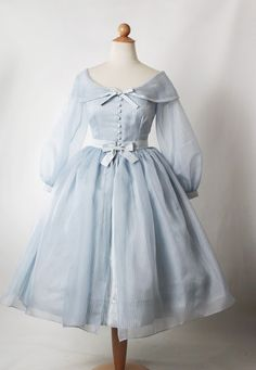 Dresses Replica of a dress worn by Grace Kelly on the silver screen. Fashion 60s, Kawaii Fashion, Lolita Fashion, Cute Fashion, Fashion Dresses, Vintage Fashion, Hippie Fashion, French Fashion, Pretty Outfits