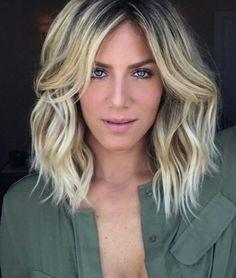 O corte de cabelo long bob feminino continua sendo o corte do momento! Você pode aderir ao corte que pode ser repicado, reto, em camadas ou assimétrico. Ele é eclético, moderno, elegante e é para todas e para todos os tipos de cabelo!