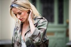 Army jacket | Floral | Skirt | Outfit | Festival proof | Blonde | More on Fashionchick.nl