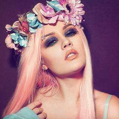 Kelly Eden as Lorrin Enda Flower Makeup, Fairy Makeup, Kelly Eden, Audrey Kitching, Blue Sparkles, Models Makeup, Woman Crush, Pink Hair, Makeup Inspiration
