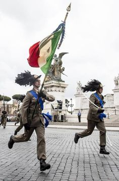 Roma:La parata militare su via dei Fori Imperiali per la Festa della Repubblica ♠ (foto Ansa)