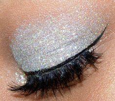 silver glitter eyes http://www.applyingeyemakeup.net