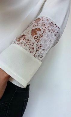 Manche dentelle , top cousu main , handmade fashion, Frénésie et moi - Women Style Kurti Sleeves Design, Sleeves Designs For Dresses, Sleeve Designs, Sewing Clothes, Diy Clothes, Couture Fashion, Diy Fashion, Sewing Sleeves, Couture Sewing