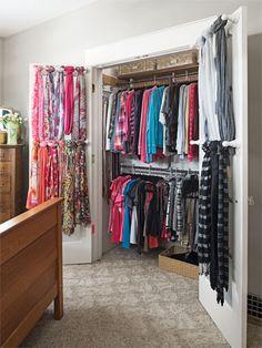 28 Ideas for scarf storage organization hanging scarves towel bars Le Closet, Closet Bedroom, Closet Space, Closet Doors, Scarf Organization, Home Organization, Organizing Tips, Organizing Scarves, Storing Scarves