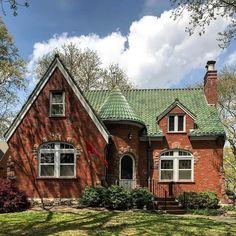 St. Louis Hills, built in 1937. #mo_homes #stlouishills #63109 #archi_ologie #oldhouselove #stl #stlouis #stlouismo #saintlouis…