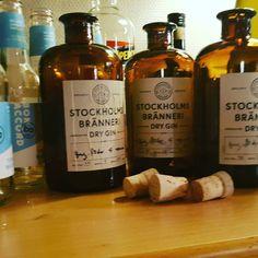 "6 mentions J'aime, 2 commentaires - Jon Ulrich (@jonpedersenulrich) sur Instagram: ""Swedish ""lonelyberries"" makes you dizzy  #stockholmbranneri #gin #localfruit #bonaccordtonic"""