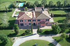 Villa Saraceni  || 7 Schlafzimmer, Privater Pool || www.sonnigetoskana.de || Italien - Toskana - Grosseto ||Die Villa Saraceni liegt im Herzen der Maremma, nur etw 5 km von der Küste entfernt. Das Anwesen befindet sich in einer ausgesprochen guten Lage.#italyvillas #Italianvillas #italianvillasforrent #tuscanvillasforrent #tuscanyvillasforrent #vacation #italytravel #urlaub #grossetovillasforrent #luxuryvilla #italianluxuryvilla #tuscanyluxuryvilla #tuscanyvillaswithpool #holidayhomes