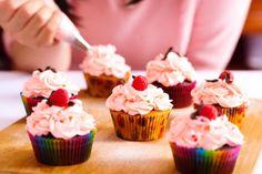 Malinový krém, s ktorým ozdobíte tortu i cupcakes Birthday Cakes For Men, Birthday Decorations For Men, Birthday Presents For Her, Birthday Cake Decorating, Happy Birthday, Cupcakes For Men, Mini Cupcakes, Teacher Birthday Gifts, Teen Cakes