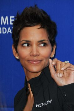 Halle Berry-Celebrity Pixie Haircuts