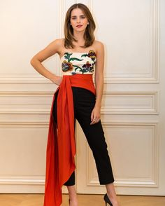 First day, First screening and first person to wear the first collection of Oscar de la Renta by Laura Kim and Fernando Garcia. ❤️ @emmawatson wearing an@oscardelarenta flower embroidered duchesse satin bustier with organic silk faille sash and organic wool trousers. The entire look was made in-house at Oscar de la Renta New York City atelier. @burberry shoes were handmade in Italy using organic silk. Fashion info verified by @ecoage#ecoloves #sustainablefashion#ethicalfashion #emma
