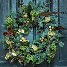 Autumn Wreaths, Holiday Wreaths, Holiday Crafts, Christmas Decorations, Things To Do At Home, Productive Things To Do, Fall Things, Holiday Images, Holiday Pictures