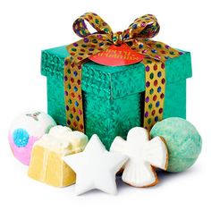 Merry Christmas Gift: Five comforting bath treats are encased in a mesmerizing emerald green wrapper and tied up with a luxurious golden ribbon.