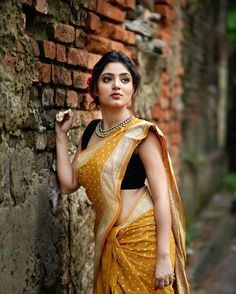 Exclusive stunning photos of beautiful Indian models and actresses in saree. Beautiful Girl Indian, Most Beautiful Indian Actress, Beautiful Saree, Beautiful Women, Picsart, Saree Poses, Saree Photoshoot, Wedding Photoshoot, Saree Look