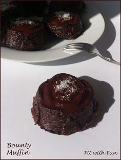 Bounty Muffin naturalmente Proteici Cocco e Cioccolata: Gluten Free, semplici, salutari e morbidi. Con sole 110 calorie e 8 gr di proteine. Provali!