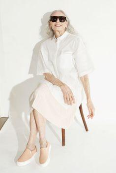 Das schwedische Modehaus &Other Stories holt sich für eine Kampagne das älteste Supermodel der Welt vor die Kamera: Daphne Selfe.