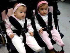 Cidadania em dose dupla no Poupatempo Bragança: as gêmeas Ana clara e Ana Julia, de 7 meses, já estão com o RG