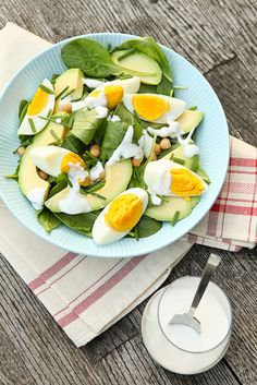 Spinach, eggs, chickpeas, chives, avocado, and greek yoghurt dressing